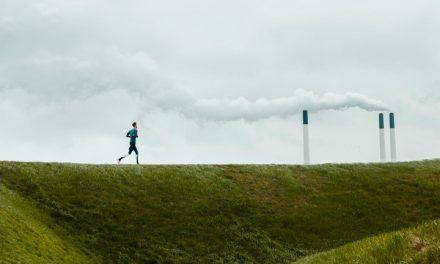 En los Estados Unidos, los asiáticoamericanos, afroamericanos y latinos viven con un 66% más de contaminación del aire que las personas blancas