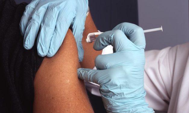 La vacuna contra la influenza reduce el riesgo de ser ingresada en el hospital