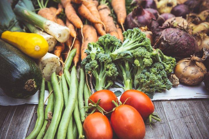 Las recetas médicas para vegetales frescos mejoran la salud en adultos hispanos / latinos con o en riesgo de diabetes tipo 2