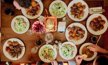 Comer una cena tarde podría causar aumento de peso