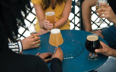 Las personas beben más alcohol durante la pandemia de COVID-19