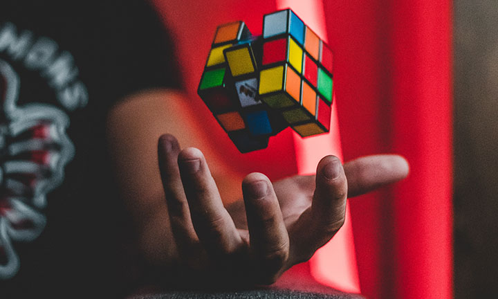 A hand tosses a Rubik's cube in the air, illustrating a difficult problem to be solved | Latino Diabetes