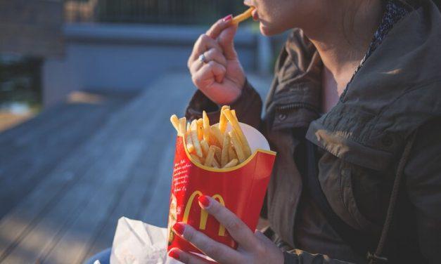 Publicidad de comidas y bebidas no saludables en los medios