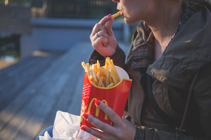 Advertising of unhealthy food and drink in media