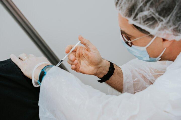 La vacunación también protege a las personas no vacunadas